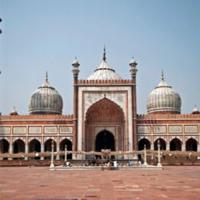 क्या धर्म स्थलों में भगवान विराजमान है?