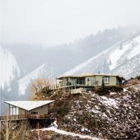 पहाड़ी पर घर